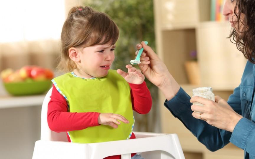 Copiii nu trebuie forţaţi să mănânce. Iată de ce!