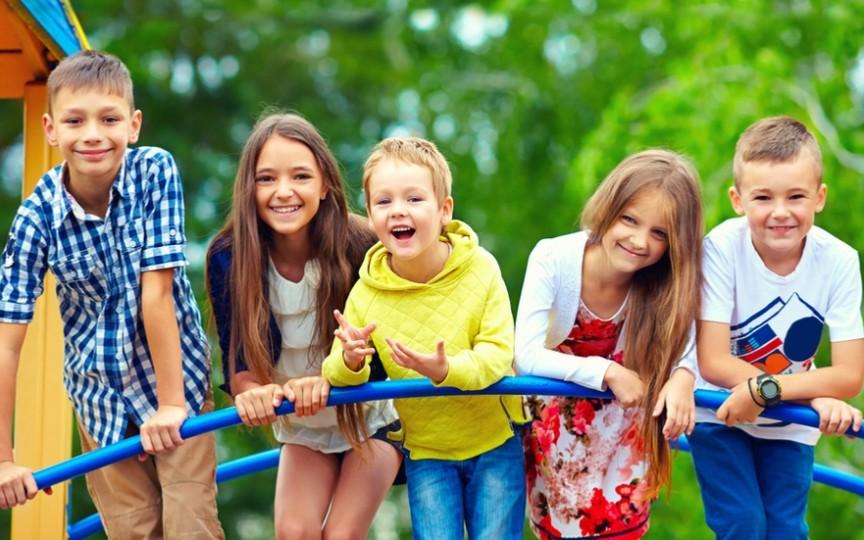 Trucuri simple care te ajută să crești un copil fericit