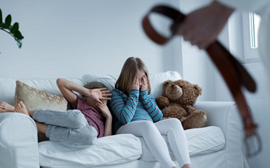 Dacă copiii mei nu fac ceea ce le zic, îi rup în bătaie! Argumentele maturilor pentru pălmuirea copiilor, explicate de psiholog