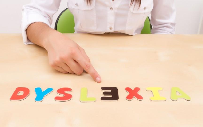 Medic specialist în psihiatria copilului: Erorile frecvente de citire, care sugerează un diagnostic de dislexie se observă cel mai bine după finalizarea clasei a II-a