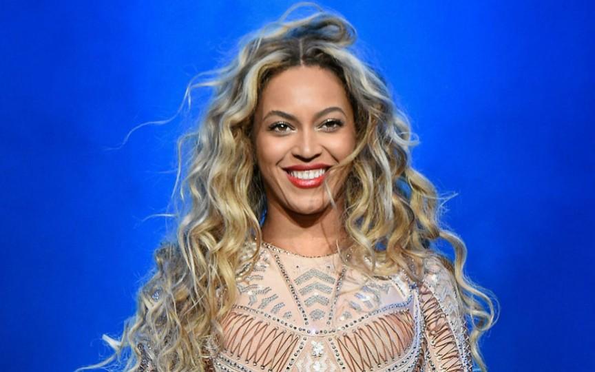 Beyoncé a anunțat că este gravidă cu gemeni! Cum arată burtica interpretei
