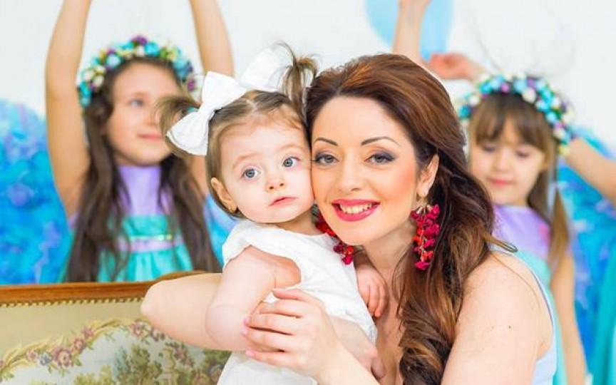Primul videoclip al Marianei Şura alături de fetiţa sa