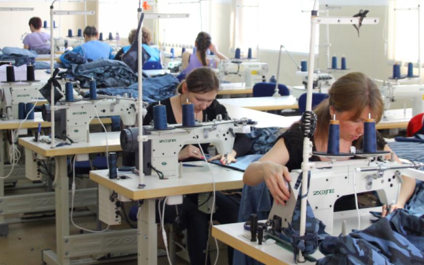 În Moldova sunt peste 12 mii de locuri vacante. La mare căutare sunt cusătorii!