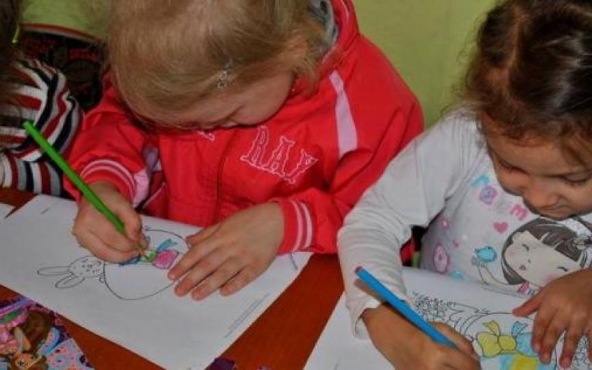Statistică: Tot mai mulţi copii cu CES frecventează grădiniţele