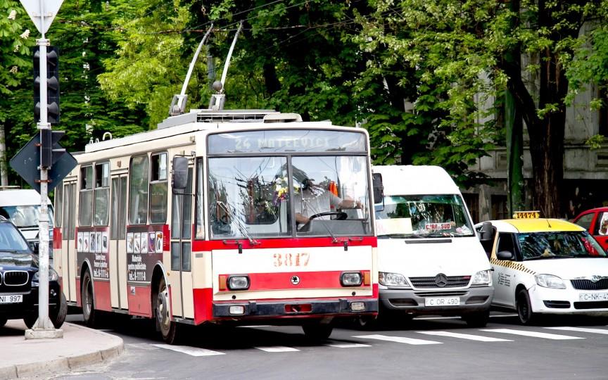 Lecții de limbă engleză în microbuzele de rută din Chișinău