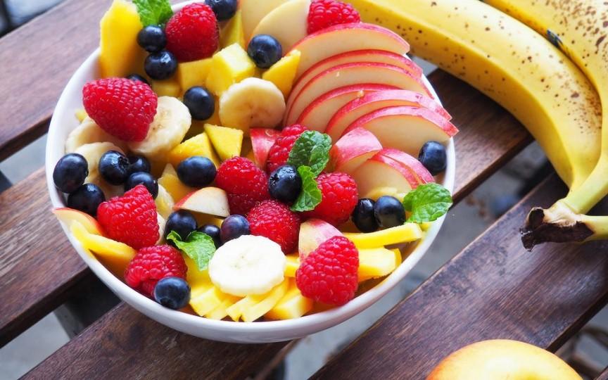 Cum să combini corect fructele în salată