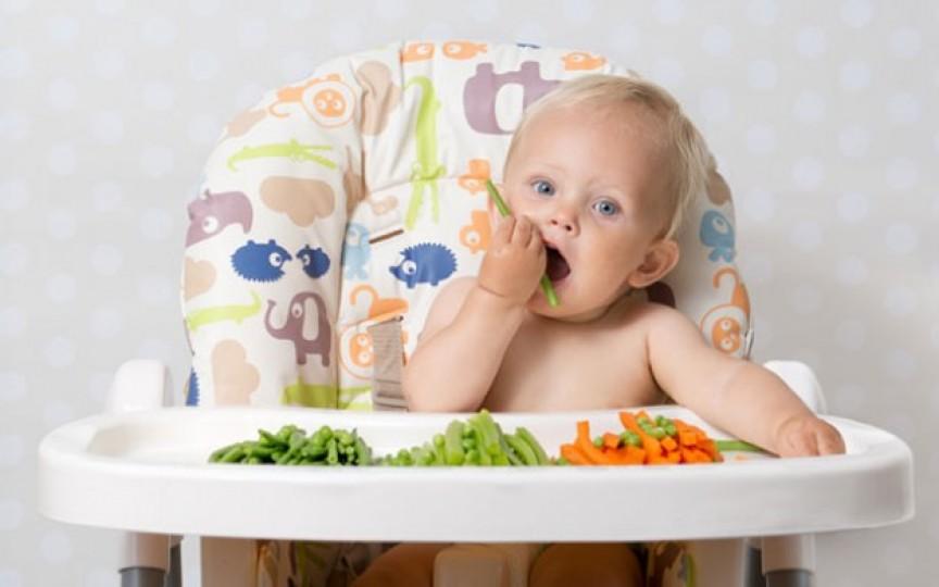 Mâncare gătită acasă sau specială pentru bebeluși? Vezi ce să alegi pentru copilul tău