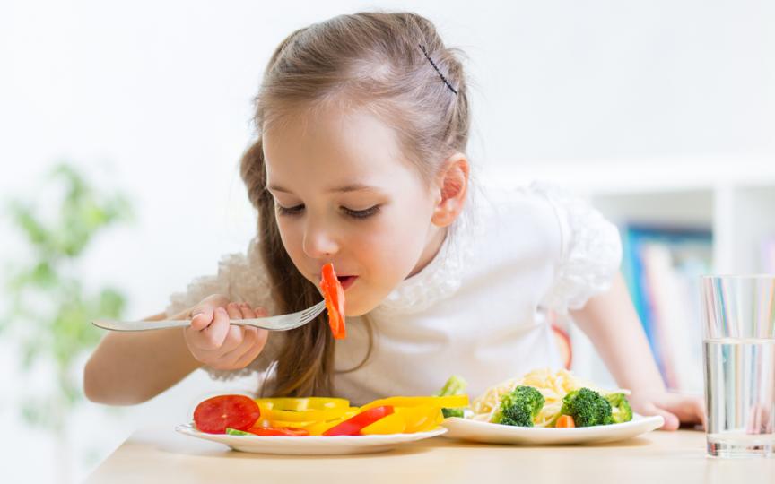 Nutrienții esențiali de care are nevoie un copil pentru o dezvoltare armonioasă
