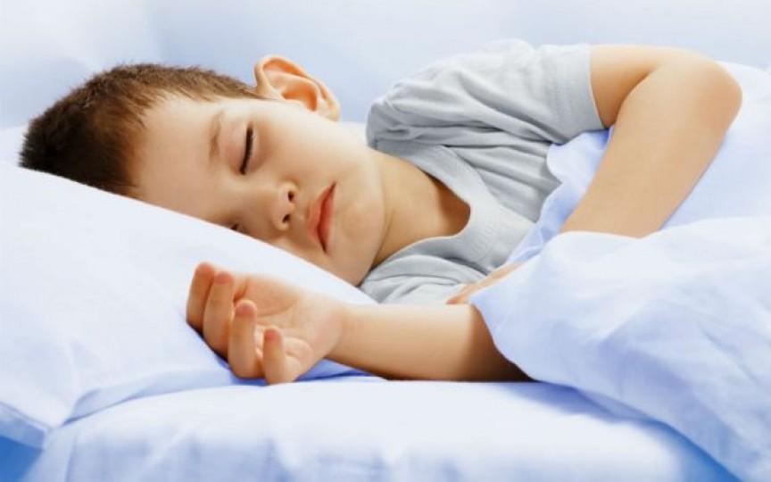 Somnul insuficient la copii poate avea consecințe grave pe tot parcursul vieții