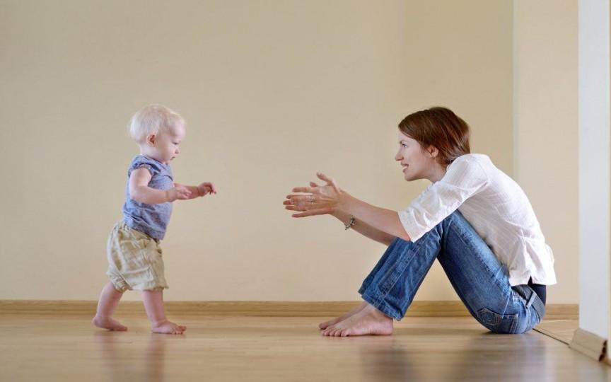 Primii pași ai bebelușului: iată cele mai frecvente greșeli ale părinților