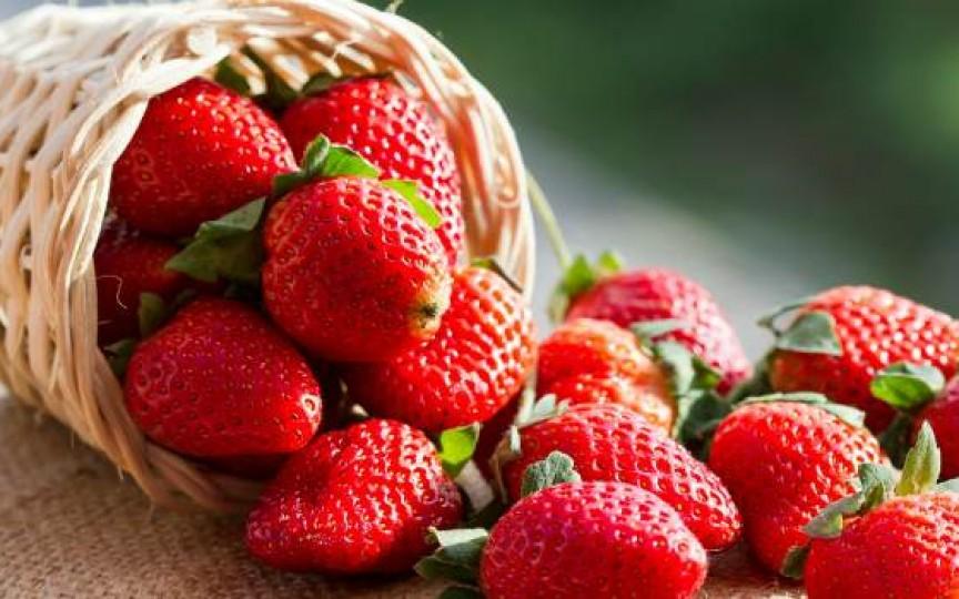 Cercetare: Căpșunile sunt ideale în lupta împotriva cancerului