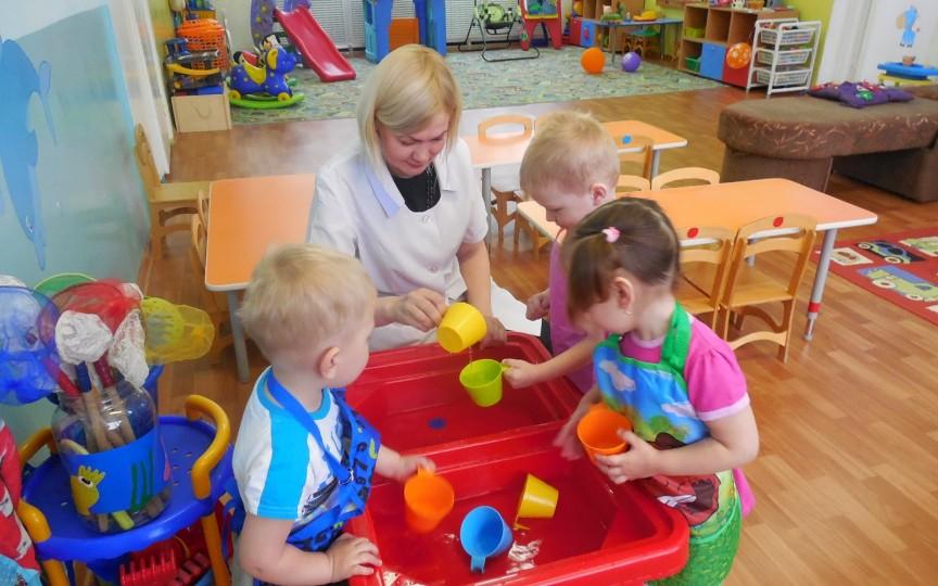 Educatorii în grădiniţele din capitală ar putea primi loc de trai în cămine
