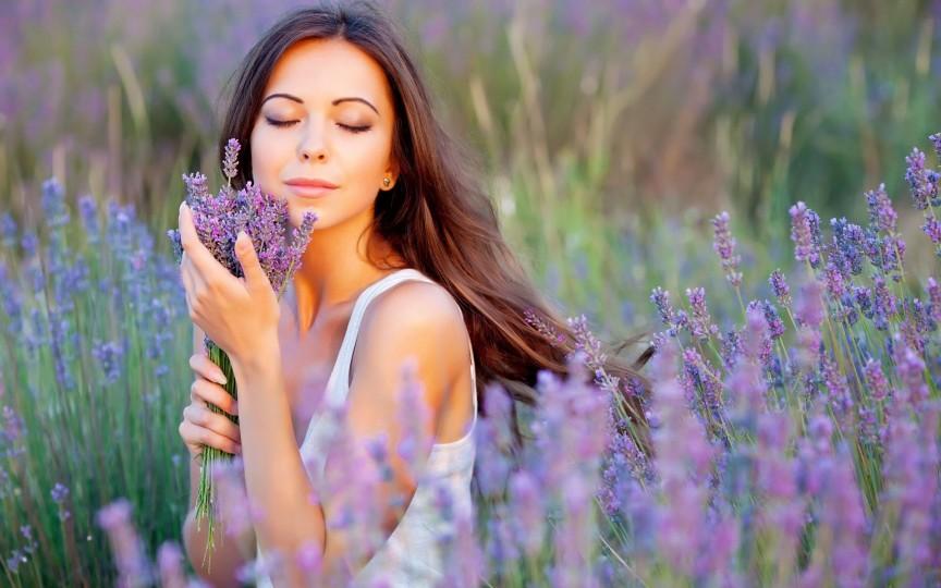 Produsele ideale pentru îngrijirea tenului în perioada caldă a anului