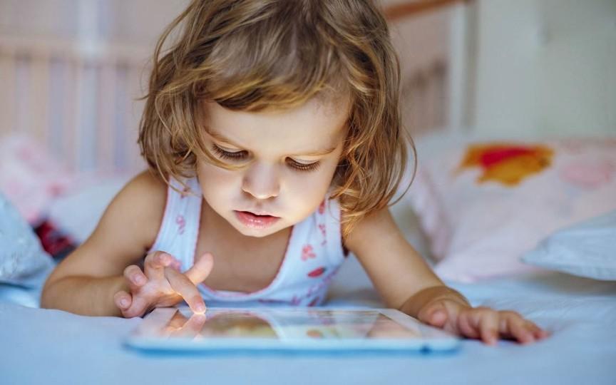 Mama care recunoaște deschis: Mi-am nenorocit copilul cu tableta