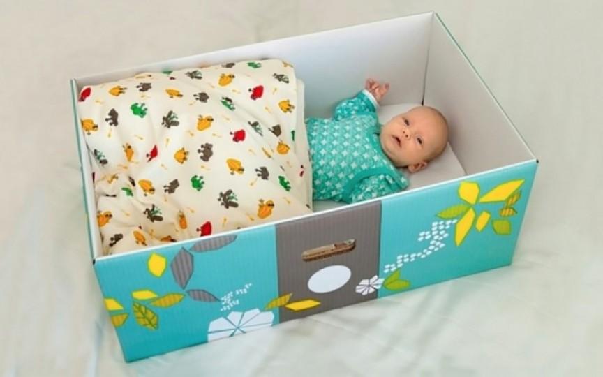 Nou-născuţii din Finlanda dorm în cutii de carton