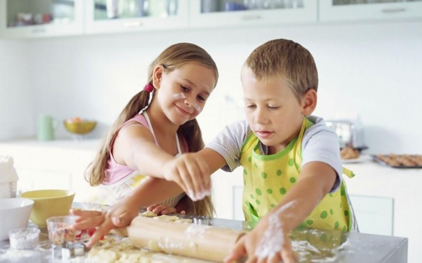 5 reţete simple pe care le poate găti copilul tău