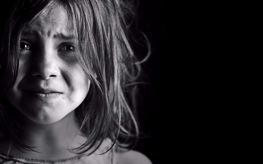 Îngrozitor! Fetiță de 12 ani violată în mod pervers de tatăl vitreg