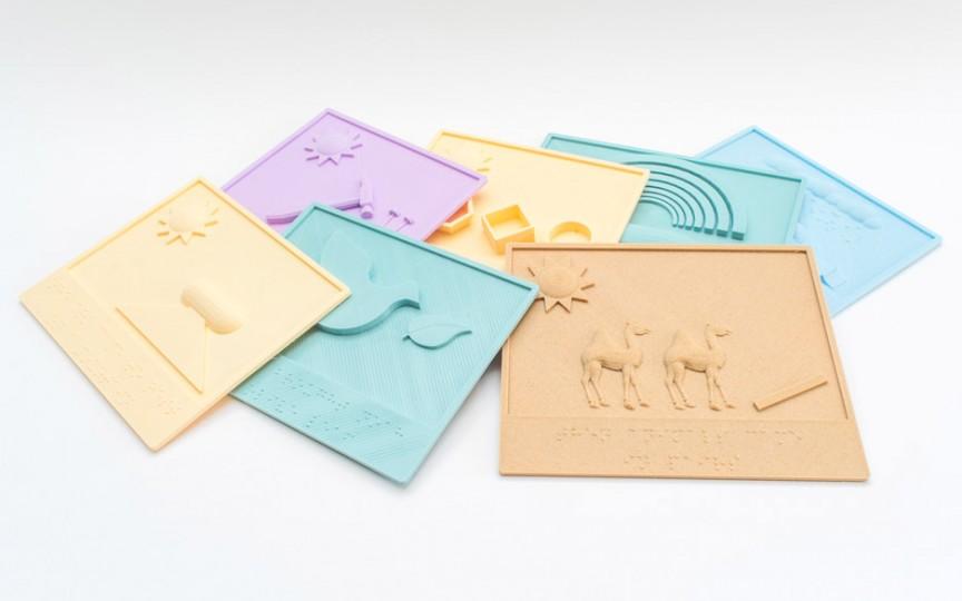 O nouă invenție: cărțile tactile care ajută copiii orbi să citească