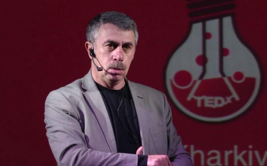 Doctorul Komarovskiy spune de la ce vârstă li se permite copiilor accesul la tablete și telefoane