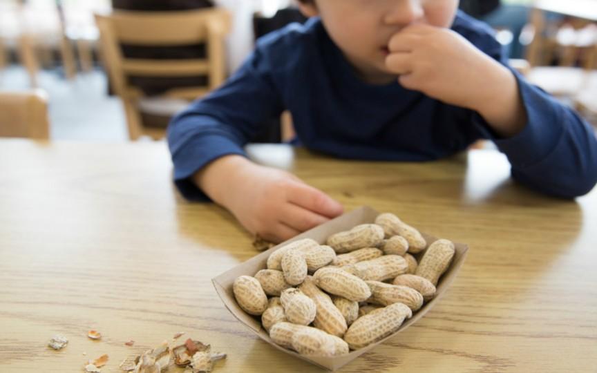 Alergia alimentară. Află cum o poți preveni chiar de la naștere