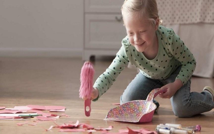 Cum îți poţi învăţa copilul să fie responsabil: sarcini în funcţie de vârstă