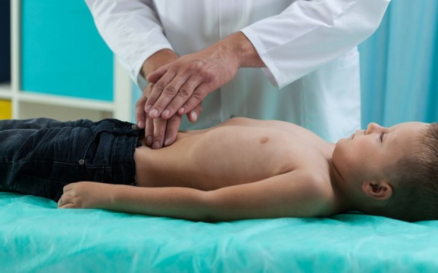 Peritonita la copii - simptomele care trebuie observate de părinți