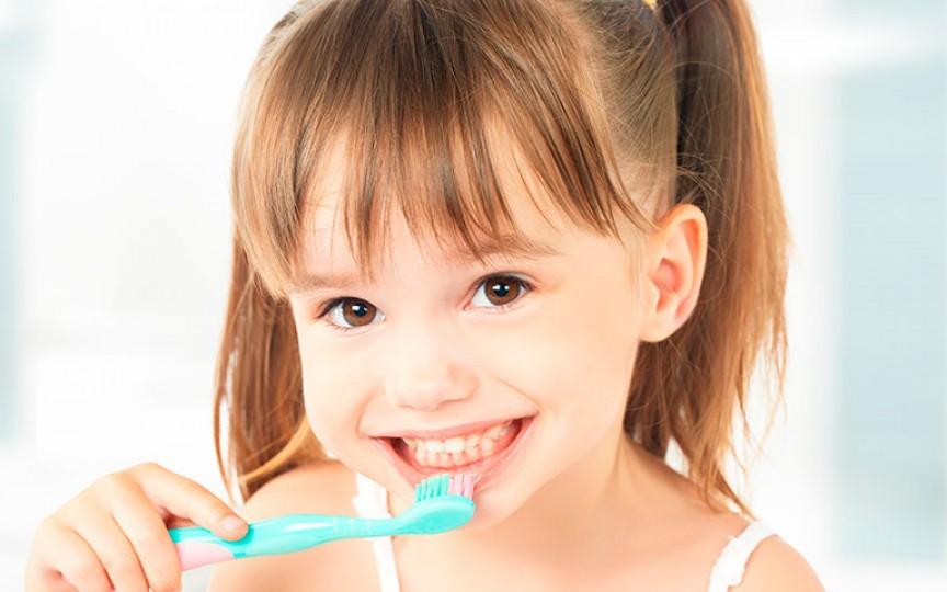 Fă acasă pastă de dinţi pentru copii! 3 rețete ușor de realizat