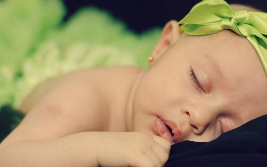 Trucuri prin care îți ajuți copilul să doarmă toată noaptea
