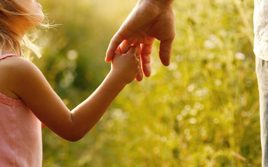 Tehnici de parenting pe care să le aplici zilnic acasă conform metodei Montessori