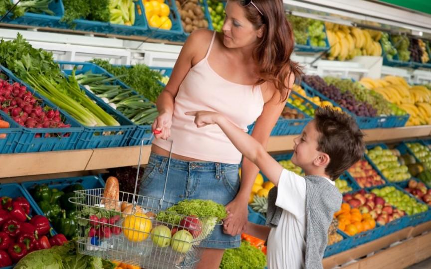 7 sfaturi care te ajută să nu dai faliment când mergi la cumpărături cu cel mic