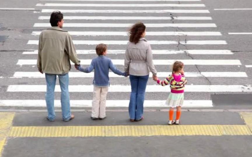 Siguranţa rutieră a copiilor. Învaţă-l în 7 paşi!