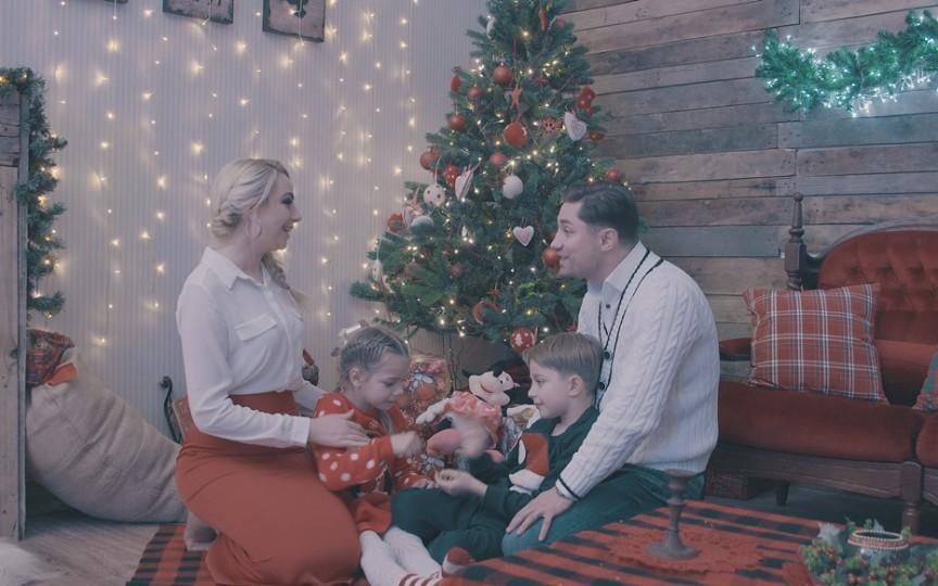 Un cuplu de artiști de la noi a lansat o piesă superbă de Crăciun