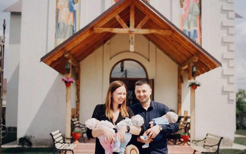 Prima familie cu tripleți în 2019 – are cheltuieli lunare de 15 mii de lei, iar cel puțin 2 oameni sunt mereu cu micuții