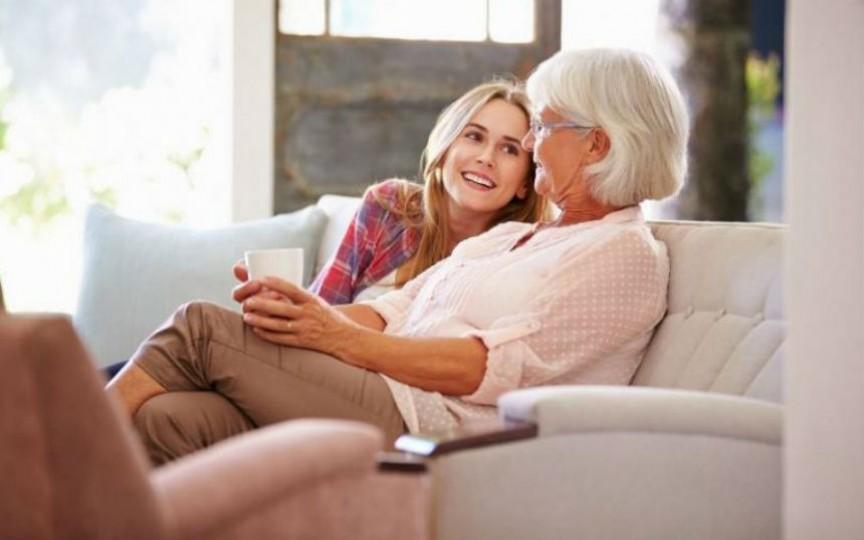 Bi-interviu: Cum am născut eu și cum a născut bunica mea