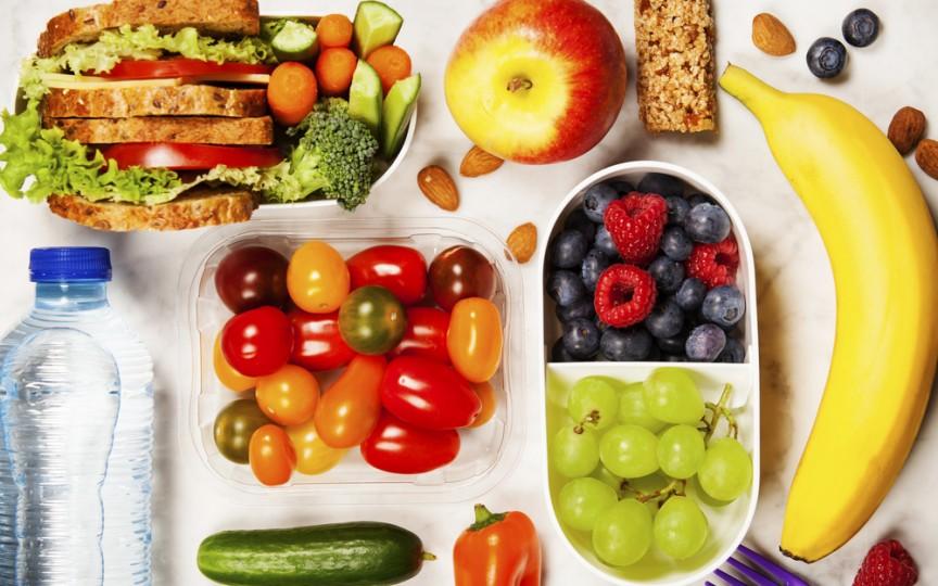 Specialistă în diversificarea alimentației: Gustări sănătoase de luat cu copilul în parc