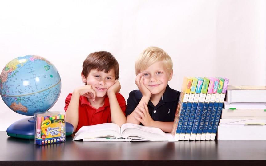 Câți bani trebuie să cheltuiască părinții pentru rechizite unui copil de clase primare