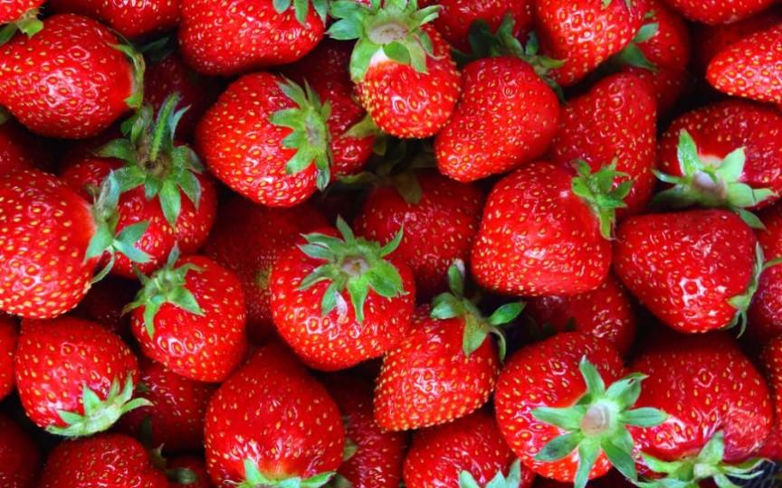 Un internaut din capitală atenționează: Căpșunile de la producătorii autohtoni au o doză dublă de nitrați