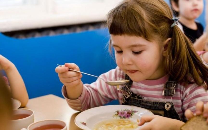 De la 1 septembrie va fi un nou meniu pentru școlile și grădinițele din țară