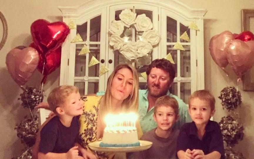 Destăinuirea unei mame: Îmi cresc băieții astfel încât să își iubească soțiile mai mult decât pe mine