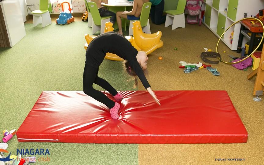 De ce este recomandat copiilor să practice yoga de mici?