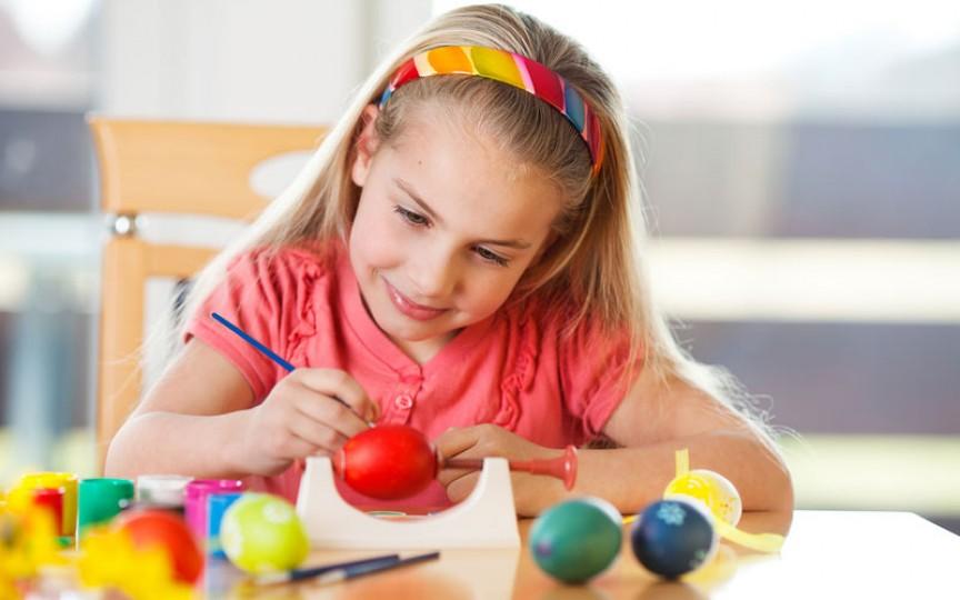 Activități Montessori de Paști pentru copii fericiți