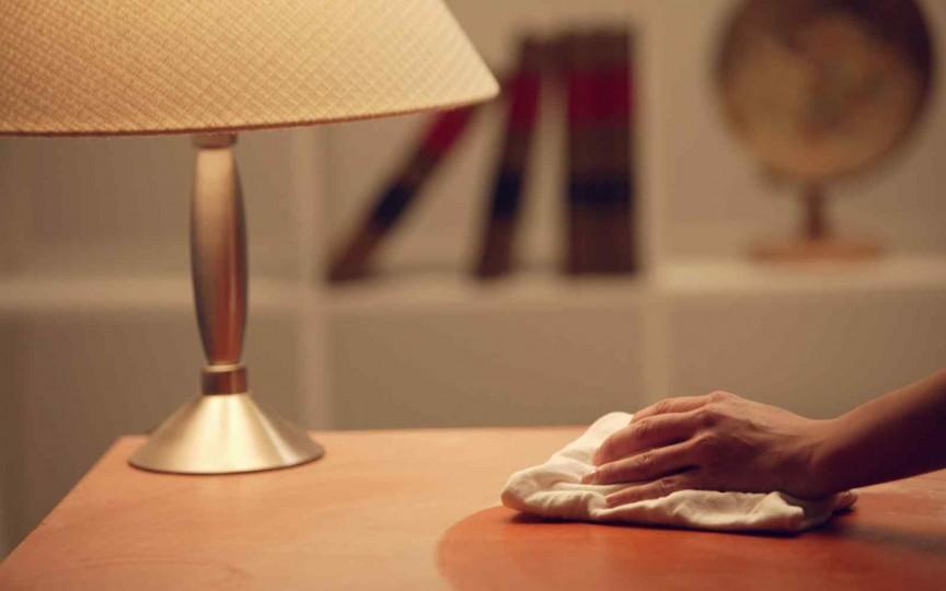 8 trucuri practice care te vor scăpa de praful din casă