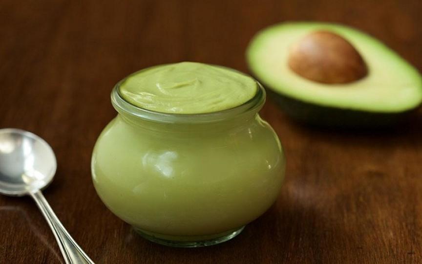 5 reţete pentru maioneză pregătită acasă cu avocado, cu usturoi copt sau cu busuioc