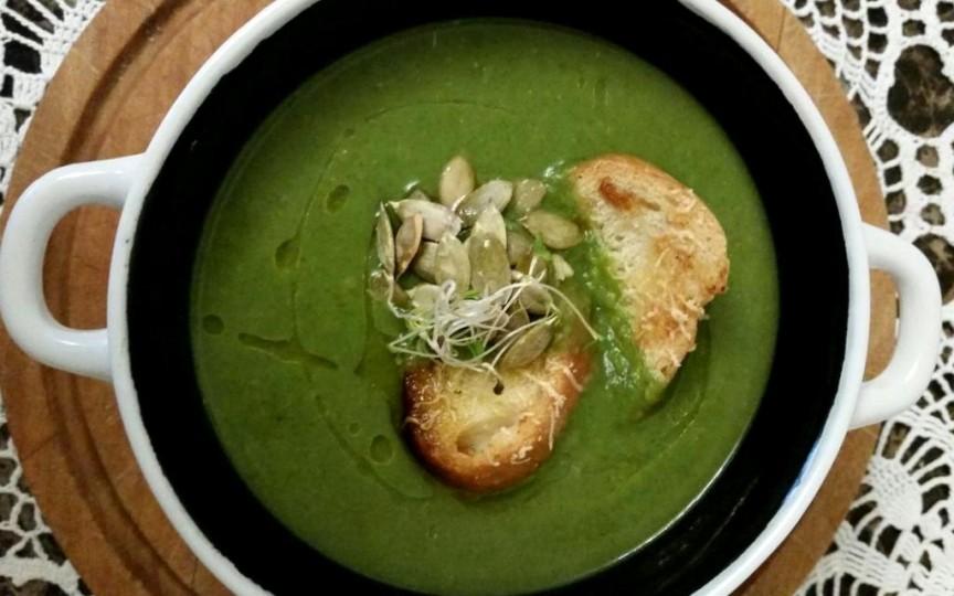 Supă-cremă cu mazăre şi spanac