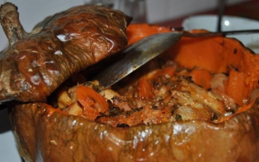 Incredibil de gustos și potrivit sezonului – pui gătit în dovleac