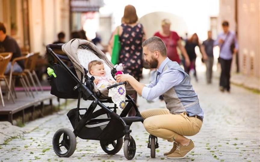 Cum faci ca străinii să nu-ți mai atingă bebelușul în stradă