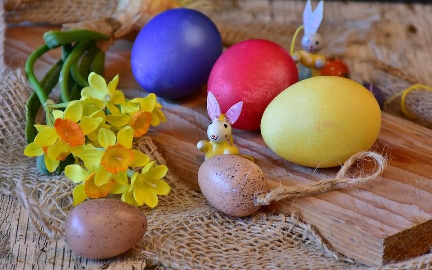 Cum vopsim ouăle de Paști cu coloranți naturali