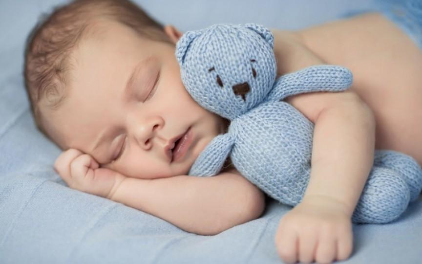 Câte ore trebuie să doarmă un copil