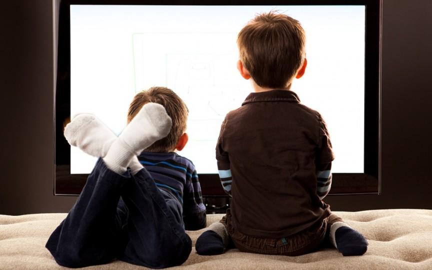 Televizorul şi efectele asupra sănătăţii copiluli tău