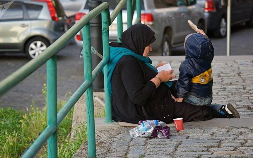 Cei ce observă copii cerșind în stradă sunt îndemnați să sune la 112